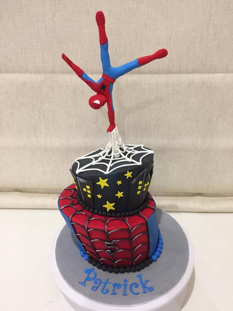 Spiderman 2 tiers Cake